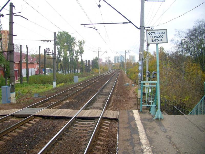 Наземный переход через железнодорожные пути с сигнализацией