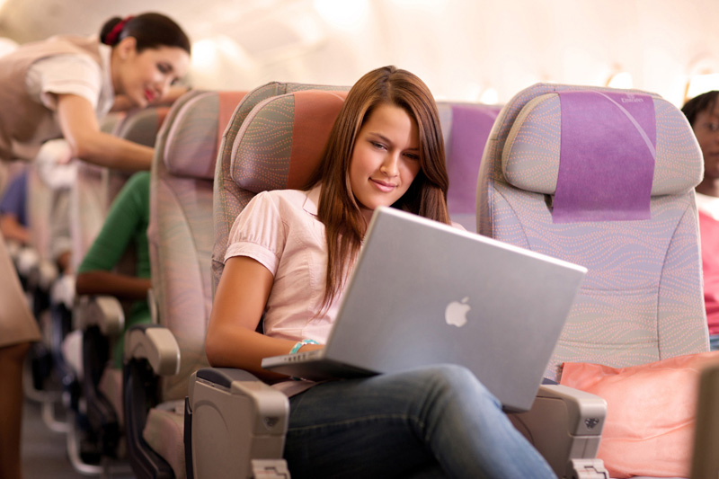 Пассажиры российских самолетов смогут пользоваться интернетом в полете