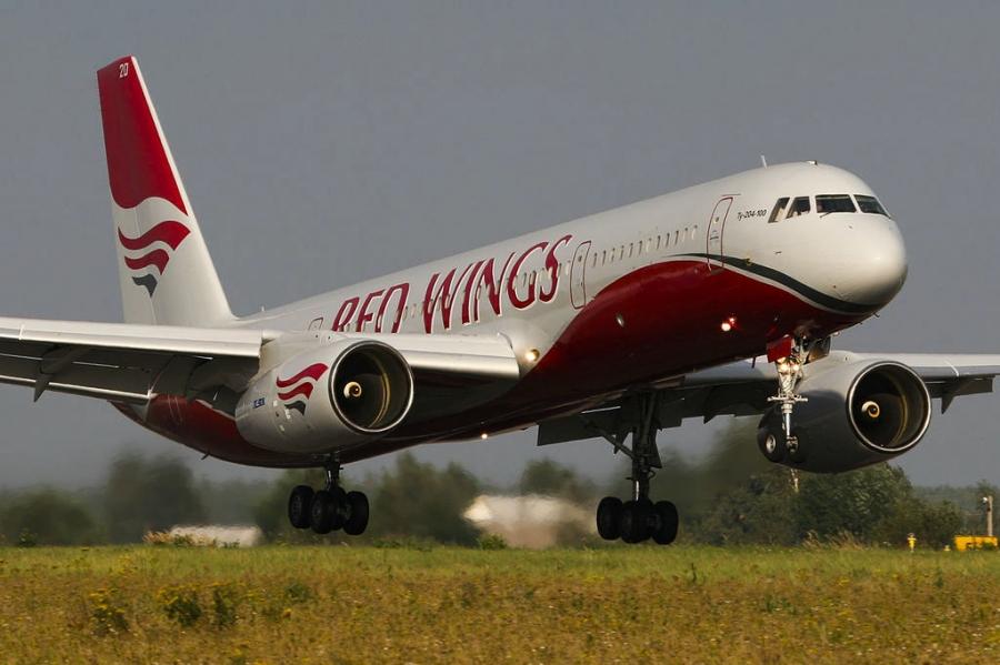 В самолете авиакомпании Red Wings закапало с потолка